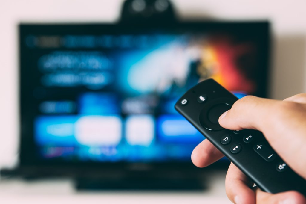 how to connect 2 tv to 1 set top box with different channels